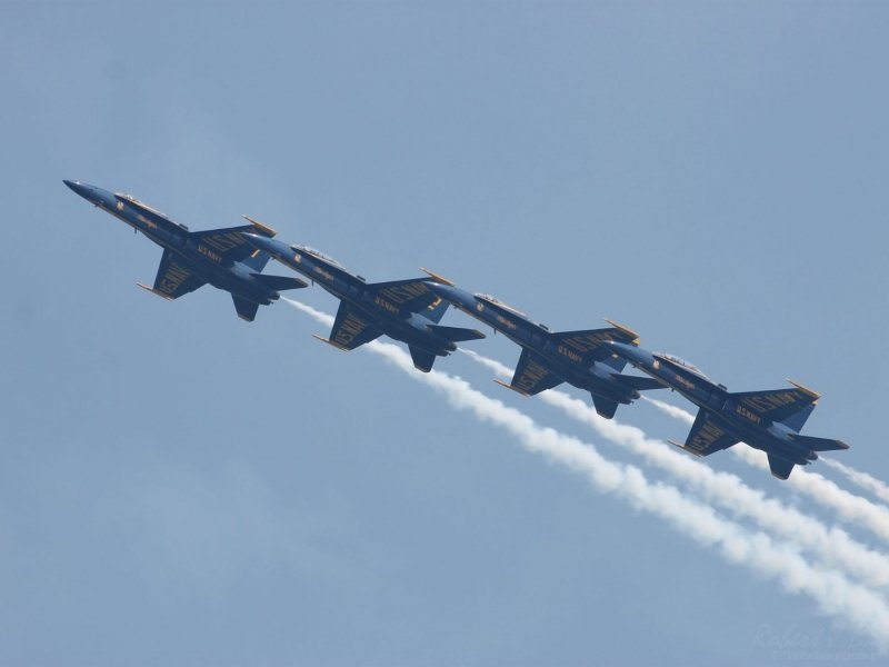 4 airplanes flying in OC air show